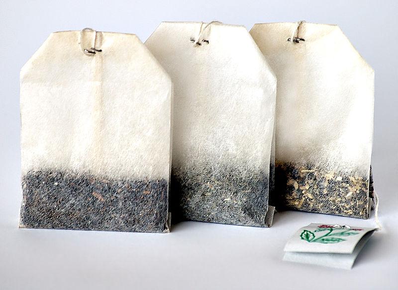 для производства чайных пакетиков в основном используют измельченные старые листья